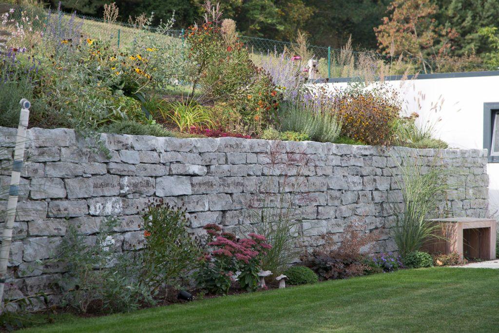 Natursteinmauer aus Halleiner Kalkstein