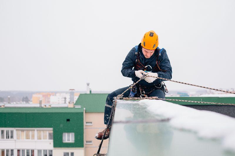 Fassadenkletterer (Industriekletterer) – handwerkliches Geschick und bergsteigerisches Know-how