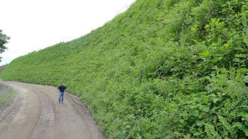 Bewehrte Erde: die umweltfreundliche und hoch belastbare Erdstützkonstruktion