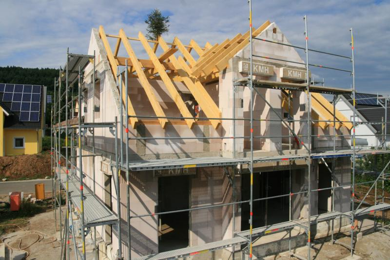 Wichtiges zum Thema Hausbau: Planung, Baufirma und Bauphasen
