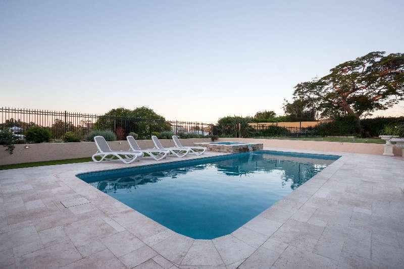 Poolbau mit Beton oder Styropor, fertige Poolwannen