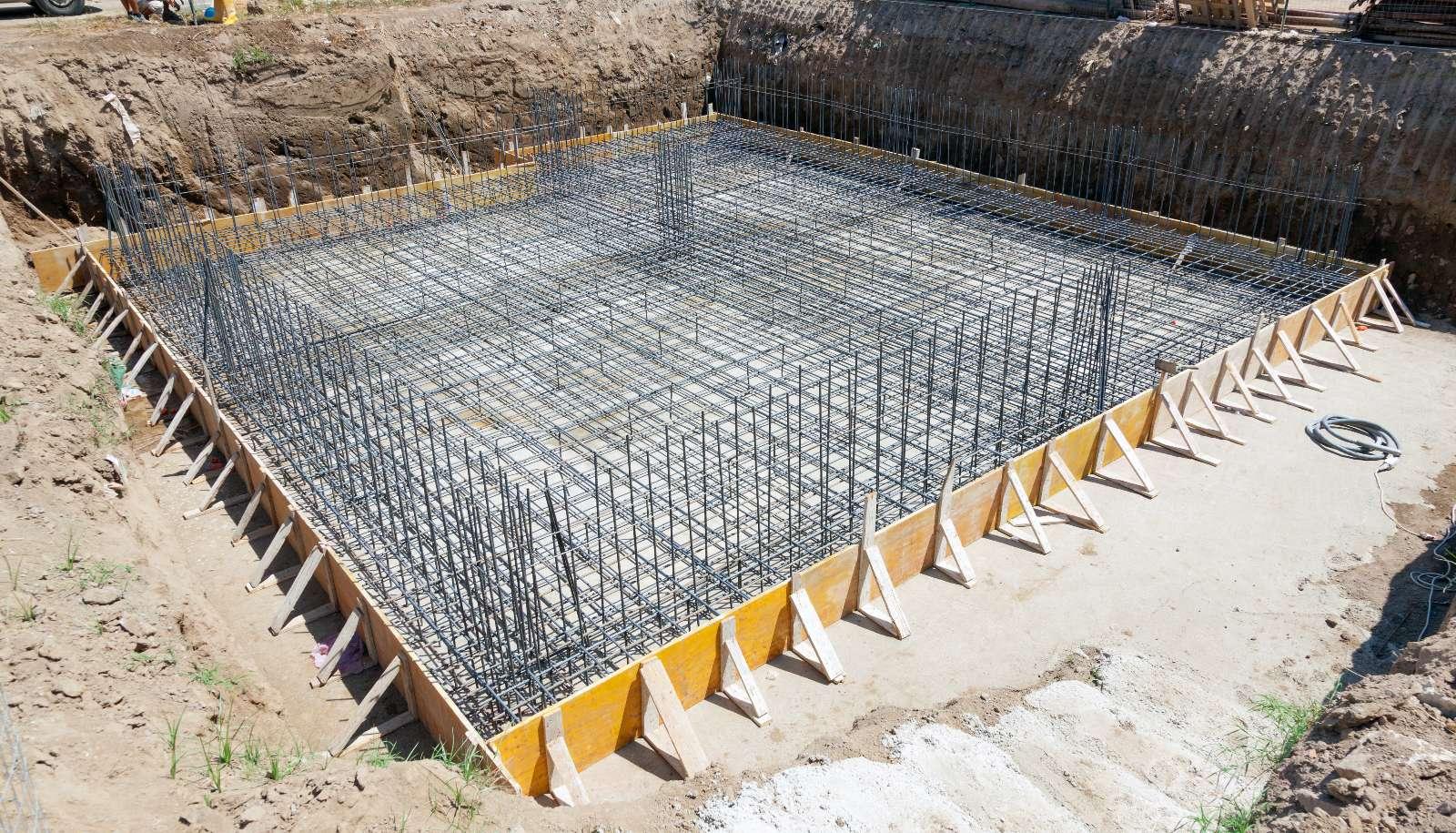 Streifenfundament und Plattenfundament: tragende und nichttragende Bodenplatte im Vergleich