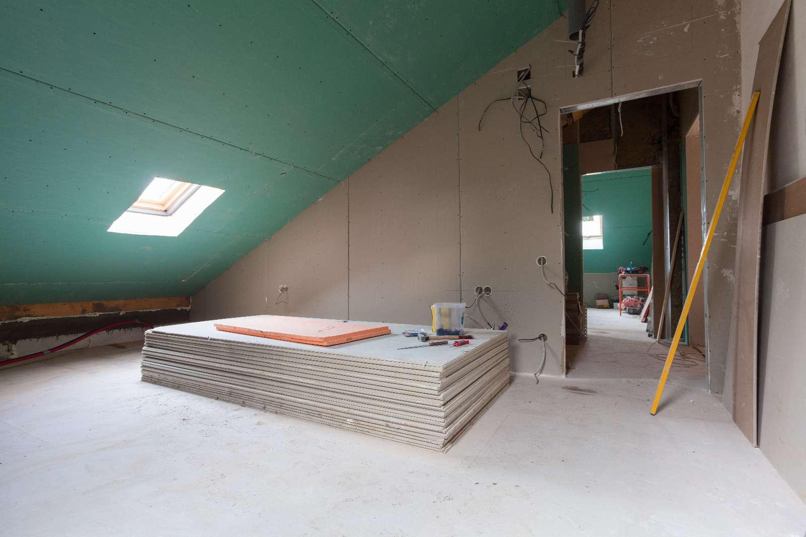 Dachbodenausbau in Trockenbauweise: schnell, preiswert und kreativ