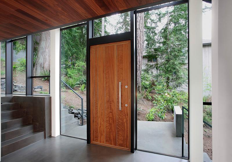 Massivholz ist ein hervorragendes Türmaterial