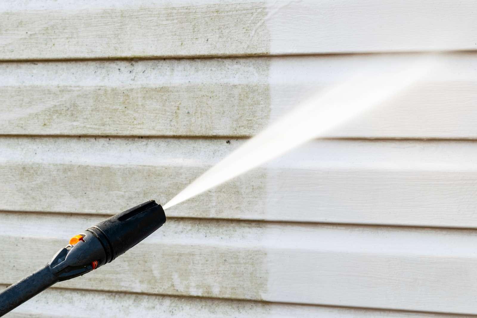 Fassadenreinigung: unterschiedliche Fassadenmaterialien richtig reinigen