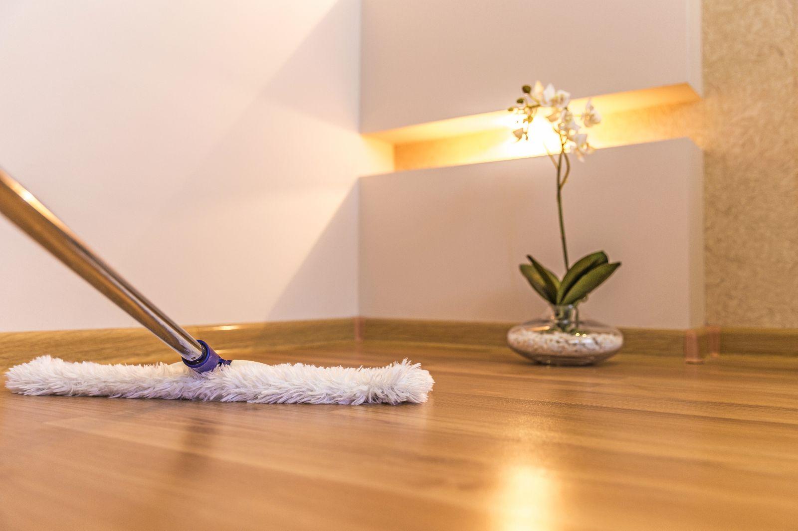 Holzboden reinigen und pflegen
