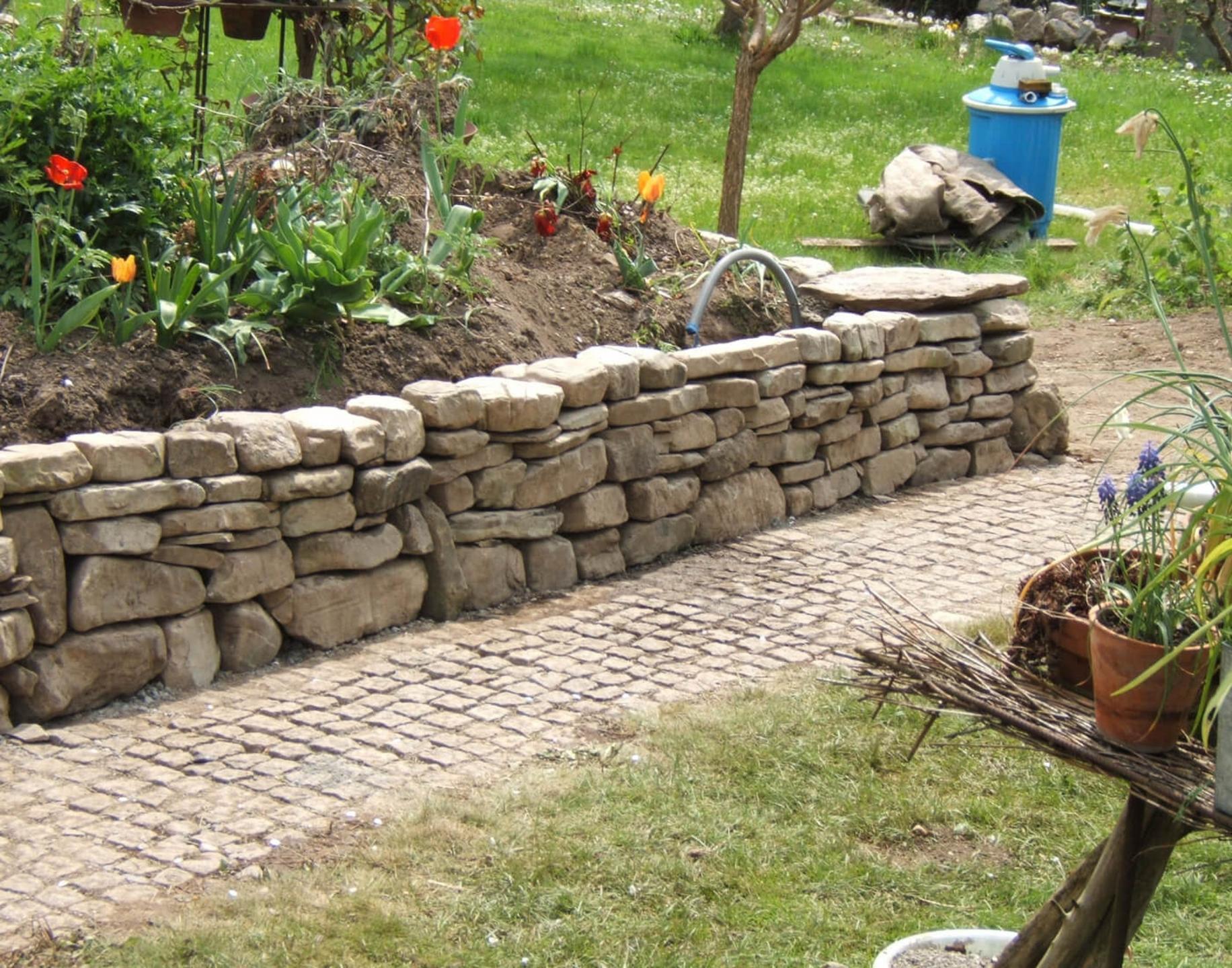 garten mit steinmauer,vorarlberg - matthias heel - heel gartenbau