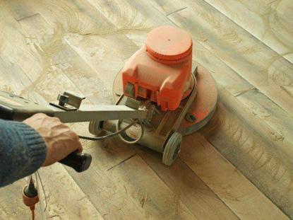 Den Parkettboden renovieren oder ersetzen