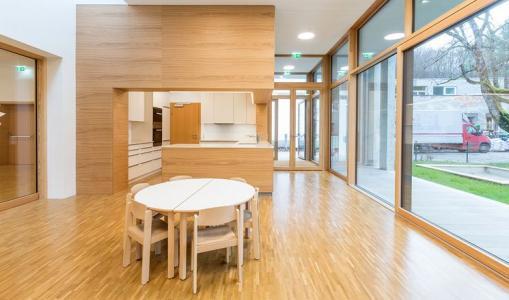 holzfenster aluminiumfenster oder kunststofffenster. Black Bedroom Furniture Sets. Home Design Ideas